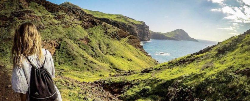 Samosvojstvena (pre)izkušnja na otoku večne pomladi